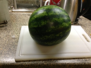 Simply roll the melon onto the flat surface. Et voila! Your melon is in a stable configuration.